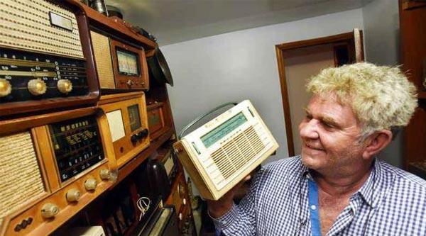 Colecionador tem mais de 300 rádios antigos